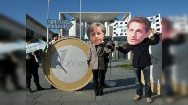 Merkel y Sarkozy desvían su atención de los problemas sociales