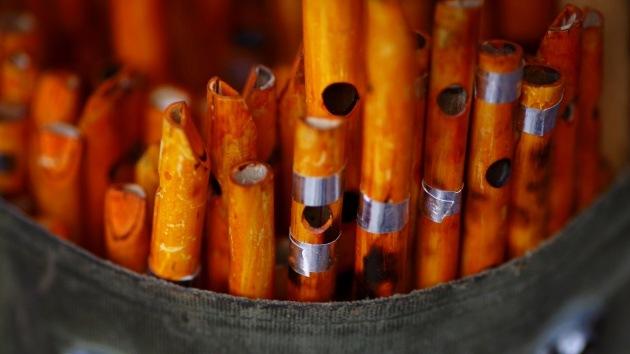 Música con fronteras: La aduana de EE.UU. destruye las flautas de un músico virtuoso