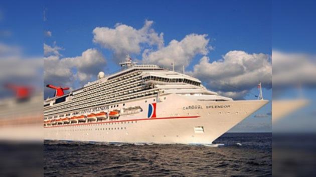 "El averiado crucero ""Carnival Splendor"" llegó a puerto"