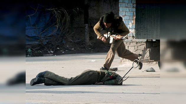 Abatidos dos insurgentes en el asedio a un hotel de la Cachemira india
