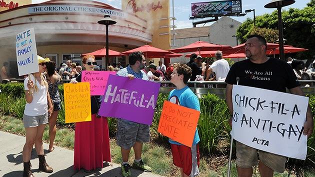 EE.UU.: La guerra por el matrimonio gay 'está servida'... en restaurantes de pollo frito