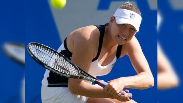 Vera Zvonariova gana a Serena Williams y pasa a cuartos en Eastbourne