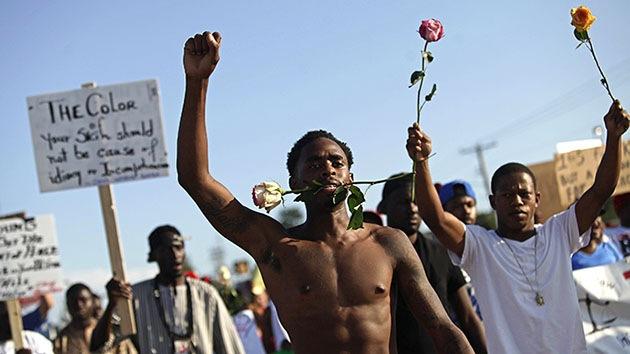 """Suspenden a un policía por tachar de """"perros rabiosos"""" a los manifestantes de Ferguson en Facebook"""