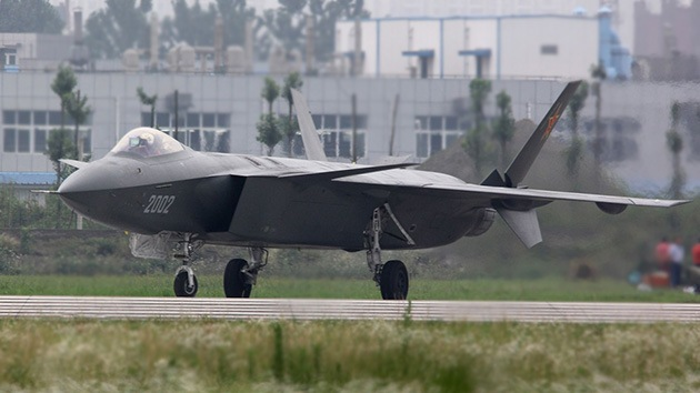 Video: China deja ver la nueva modificación de su caza furtivo J-20