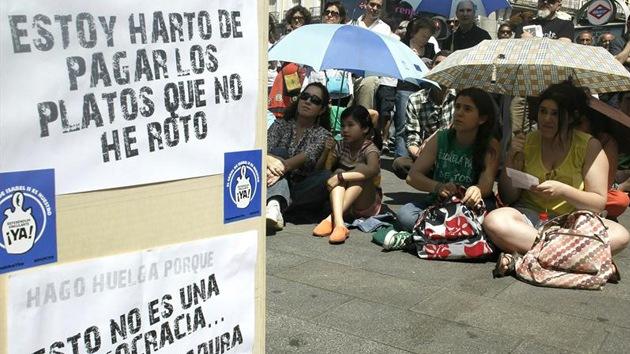 """Indignados del 15-M: """"El pueblo debe ser rescatado y los banqueros desahuciados"""""""