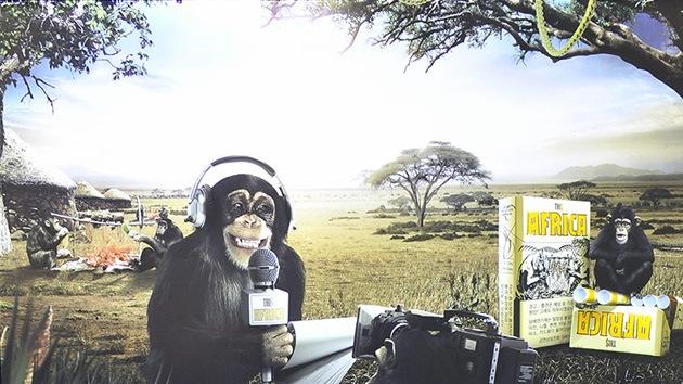 Tachan de 'racista' una publicidad de tabaco con monos 'disfrazados' de periodistas