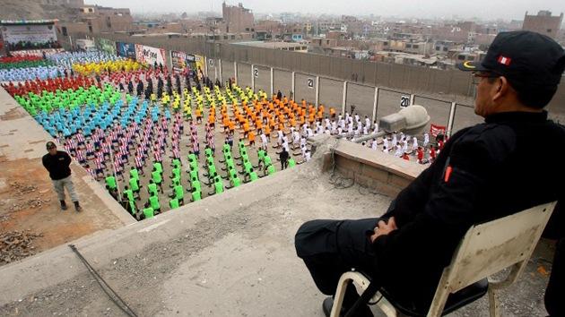 Video: La prisión más grande de Perú bate un récord mundial de ejercicio aeróbico