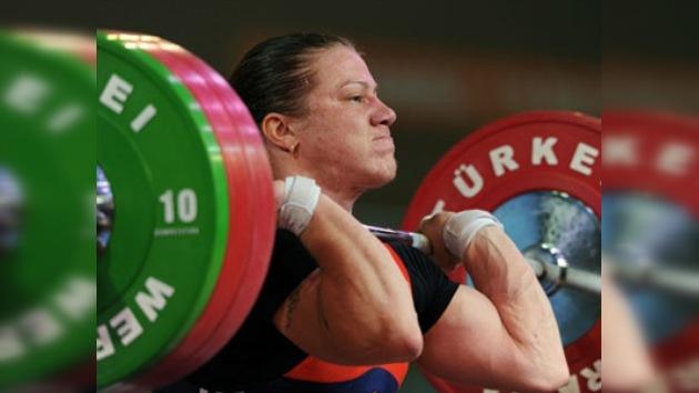 Shimkova consigue el oro para Rusia en el mundial de pesas