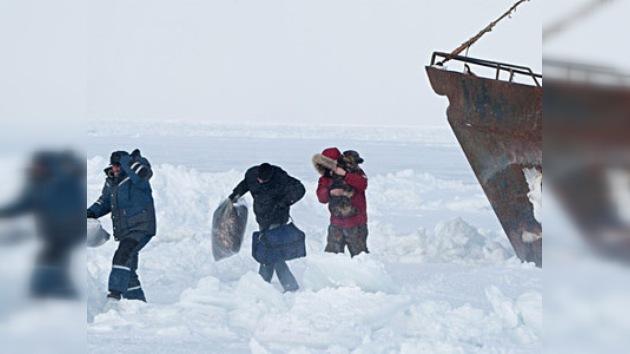 Concluye con éxito la operación de rescate del buque Smolninsky