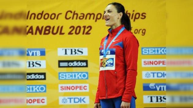 Isinbáyeva consigue su cuarto oro sin récord