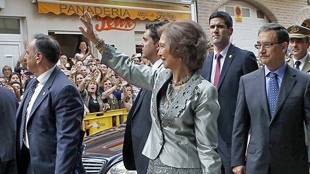 Video: La reina de España, recibida con pitidos y abucheos
