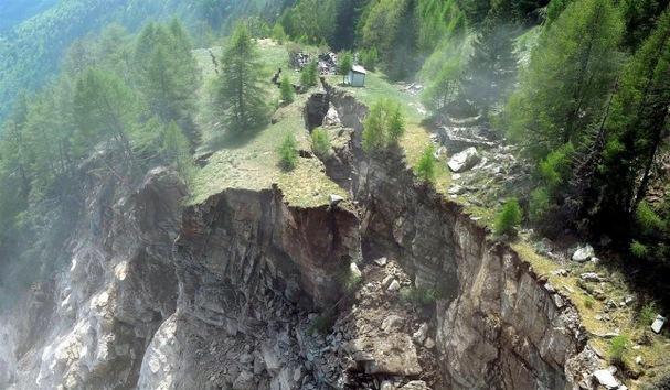 VIDEO: una montaña de los Alpes colapsa en pocos instantes