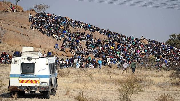 La Policía sudafricana abre fuego contra los mineros en huelga