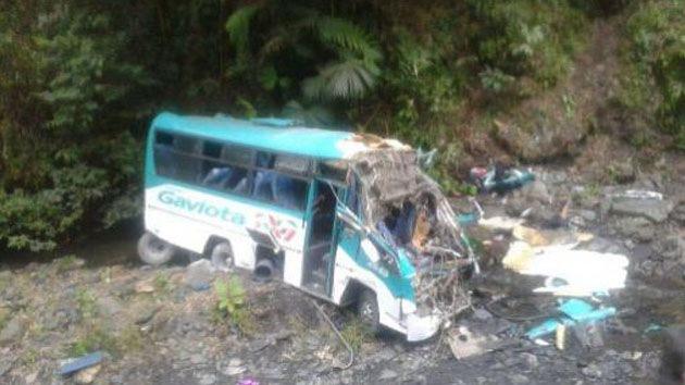 Al menos dos niños muertos y 17 heridos al volcar un bus escolar en Colombia