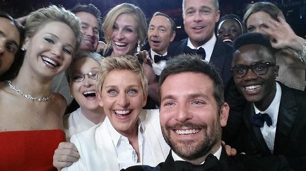 La presentadora de los Oscar toma el 'selfie' más retuiteado: dos millones en una hora