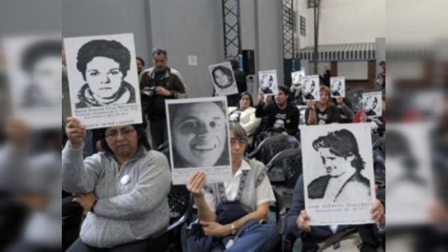 Niños argentinos, secuestrados durante la dictadura, recuperan su identidad