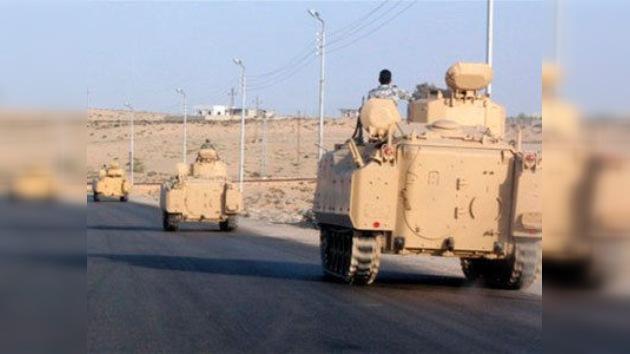 Columnas de tanques egipcios se desplazan al norte del Sinaí