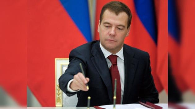 Dmitri Medvédev firma la ley sobre la ratificación del tratado START