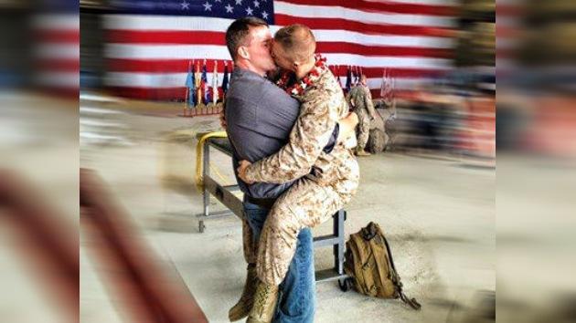 Un beso apasionado de dos infantes gay en EE. UU. 'despierta' a 15.000 internautas
