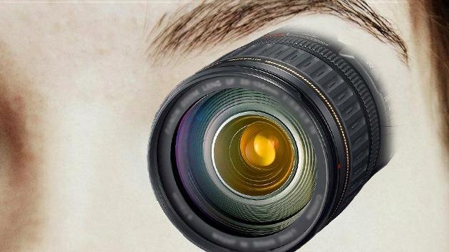Mujer cyborg: una cámara podría sustituir el ojo de una artista estadounidense