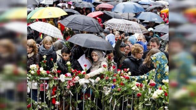 Música para amansar a la 'fiera': 40.000 noruegos entonan una canción odiada por Breivik