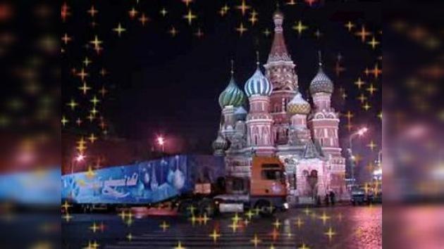 Finaliza la decoración del principal árbol navideño de Rusia