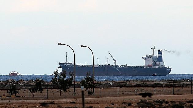 Un buque petrolero se desvanece: ¿Le sigue los pasos al avión de Malasia?