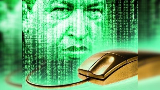 Hugo Chávez amplía a Internet su campaña mediática