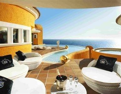 Una casa decorada con oro y cristales de Swarovski se vende en Mallorca