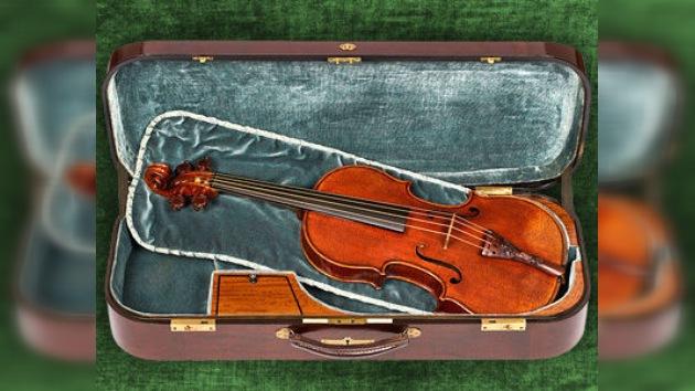 Subasta récord de violín Stradivarius para los afectados en Japón