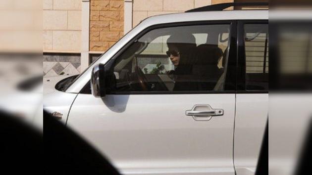 Detienen a cinco mujeres en Arabia Saudí por conducir automóviles