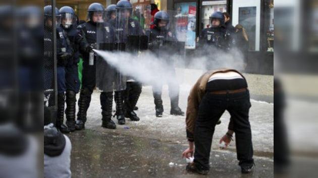 Reino Unido podría plantearse usar armas químicas contra manifestantes