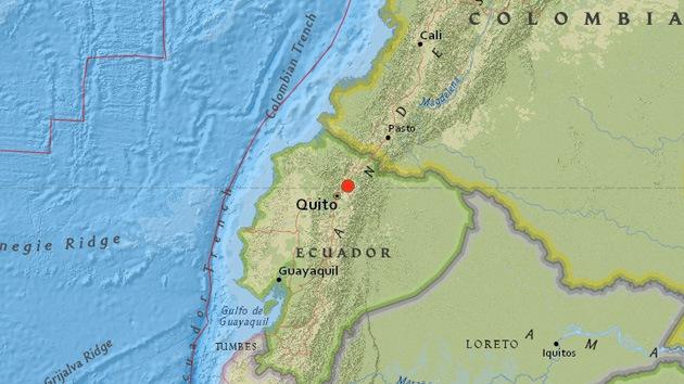 Videos, Fotos: Cierran el aeropuerto de Quito tras un sismo