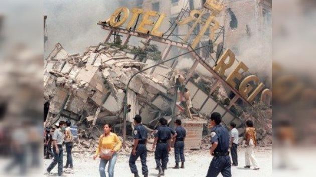 México honra a las víctimas del terremoto de 1985 con un simulacro de grandes dimensiones