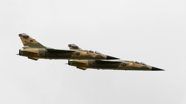 Libia lanza ataques aéreos contra un grupo de milicianos armados tras unos disturbios