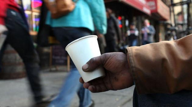 Estudio: La brecha entre estadounidenses ricos y pobres llega a su apogeo