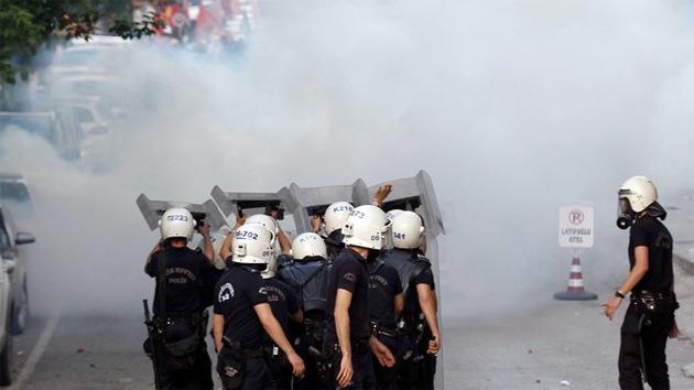 La Policía turca dispersa con gases a los manifestantes por la tragedia en la mina