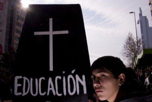 Las protestas prenden en Chile, donde los estudiantes chocan con la policía