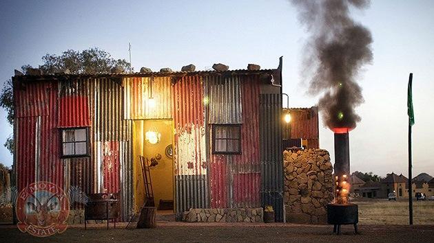 El 'lujo' de vivir como un pobre: Un hotel para ricos imita los barrios bajos de Sudáfrica