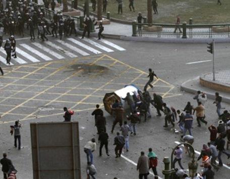 Tres personas mueren en Egipto en las manifestaciones contra Mubarak