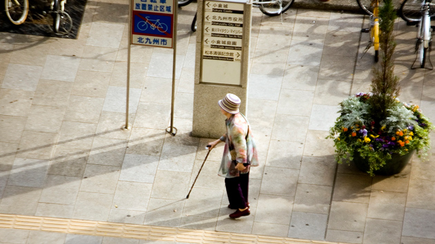 """Un ministro japonés afirma que los ancianos deberían """"darse prisa y morir"""""""