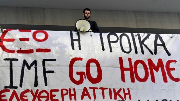 La Troika examinará los ajustes griegos en medio de protestas contra los recortes