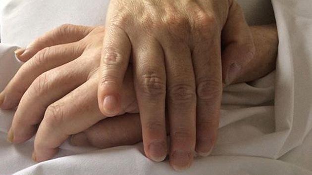 EE.UU.: Mujer se reencuentra tras 43 años con su padre, que muere a los dos días