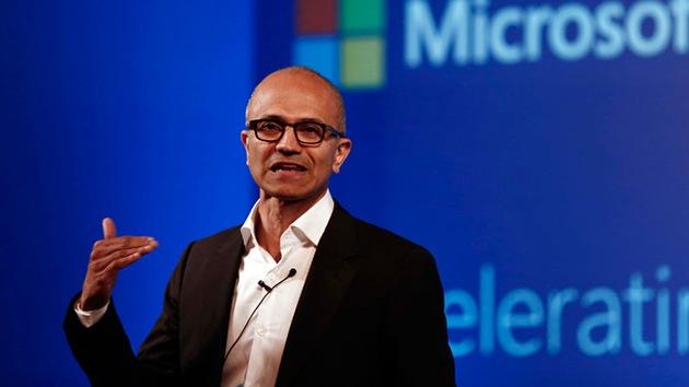 """El consejero delegado de Microsoft a las mujeres: no pedir aumentos es """"buen karma"""""""