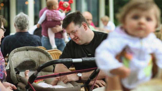 El fecundador errante: un holandés que regala su esperma es ya padre de 92 niños