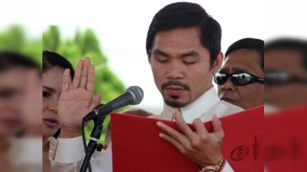 Un campeón de boxeo jura su cargo como congresista filipino