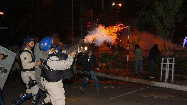 Video: La policía dispersa por las malas a los partidarios de Lugo