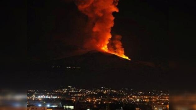 El Etna entró en una potente erupción