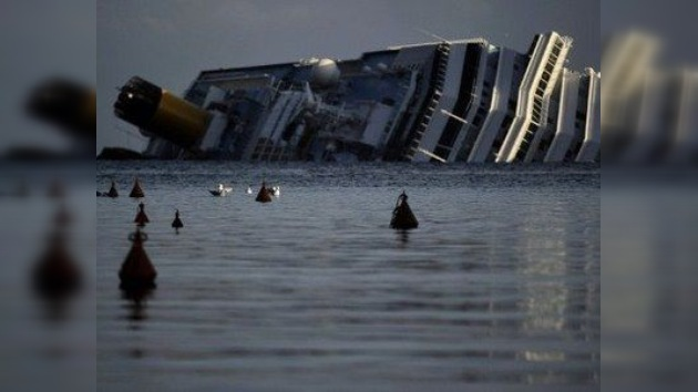 El Capitán del Costa Concordia: acercarse a la costa es una práctica usual