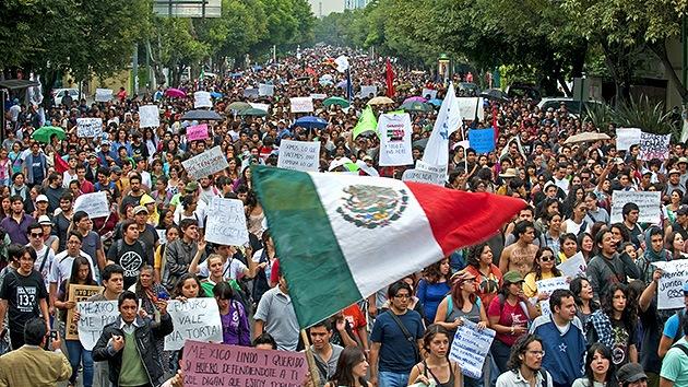 """Protesta en México: """"Prefiero morir de pie que vivir arrodillado ante Peña Nieto"""""""